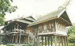 Rumah_Lamin